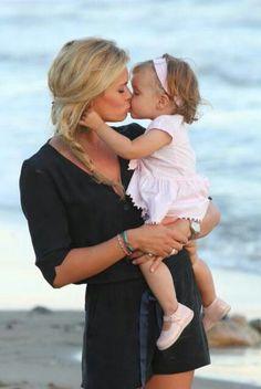 Moederliefde. Nicolette van Dam met dochtertje Lola-Lily.