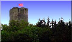 """""""Cette tour médiévale semble éternelle !"""" me suis je dis en voyant la haute construction proche de Chanac en Lozère. Ce donjon médiéval est le seul vestige de la résidence d'été des évêques de Mende."""