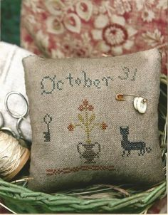 STACY NASH PRIMITIVES: October 31 Pincushion by NeedleCaseGoodies