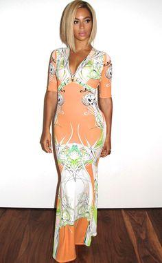 Beyoncé keeps it summer chic in Roberto Cavalli. #fashion