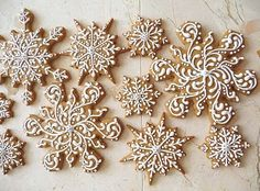 Le Petit Atelier: Sweet Snowflakes to usher in the New Year: Gingerbread Cookies Snowflake Cookies, Gingerbread Cookies, Christmas Cookies, Gingerbread Crafts, Christmas Makes, Christmas And New Year, Christmas Holidays, Christmas 2017, Christmas Ideas