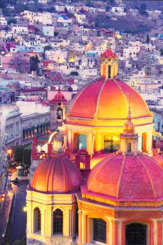 the picturesque city of Guanajuato . Colourful Buildings, Beautiful Buildings, Places To See, Places To Travel, Travel Destinations, Beautiful World, Beautiful Places, Las Vegas, Site Archéologique