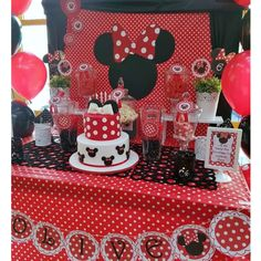 Red and black Minnie Mouse birthday party! See more party ideas at ! Minnie Mouse First Birthday, Minnie Mouse Theme, Minnie Mouse Baby Shower, Mickey Mouse Birthday, Theme Mickey, Mickey Party, Pirate Party, Mouse Parties, Birthday Parties