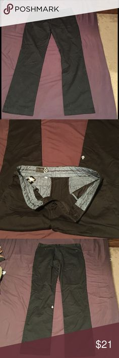 """Size 33 Men's Black 'Corpo Class' Volcom Pants Size 33 men's black 'Corpo Class' Volcom pants in like new condition. Blue soft silk-like waist lining. 42"""" from waist and 31"""" inseam. Retails $50. 65% polyester, 35% cotton. Volcom Pants Chinos & Khakis"""