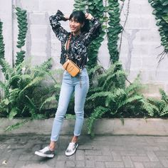 Alika Islamadina wearing our Marc Jacobs Fall Snapshot in Mustard Marc Jacobs Snapshot Bag, Marc Jacobs Bag, Hipster Outfits, Boho Outfits, Summer School Outfits, Smart Outfit, Autumn Winter Fashion, Nice Dresses, Going Out