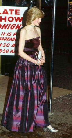 So so very thin here at the height of her Bulimia. Real Princess, Princess Of Wales, Thin Spo, Princess Diana Fashion, Princes Diana, Lady Diana Spencer, Royal Style, Queen Of Hearts, Evening Gowns