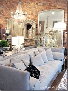 Shopping in Franklin, TN: A Weekend in Nashville - Southern Hospitality Franklin Tennessee, Nashville Tennessee, Weekend In Nashville, Visit Nashville, Nashville Apartment, Tennessee Girls, Victorian Homes, Home And Living, Living Spaces