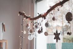 23 Clever DIY Christmas Decoration Ideas By Crafty Panda Ceiling Hanging, Window Hanging, Diy Hanging, Christmas Branches, Christmas Window Decorations, Christmas Crafts, Branch Decor, Clever Diy, Christmas Inspiration