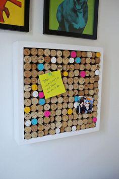 tableau liège rectangulaire et bouchons colorés