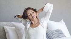 Are you getting enough sleep every night? As we age those lack of sleep nights add up and only worsens our health! Skin Care Regimen, Skin Care Tips, Daily Beauty Tips, Beauty Secrets, Beauty Products, Beauty Hacks, Healthy Aging, Healthy Tips, Healthy Habits