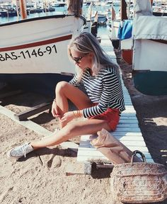 Claartje Rose, Dutch blogger, black striped top, red short, all stars, summer fashion