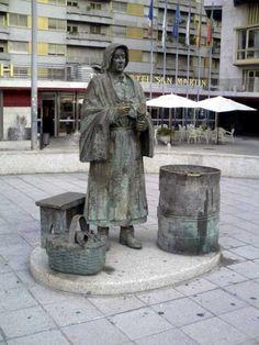 monumento a la castanera en la ciudad espanola de orense