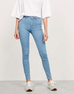 Jeans super skinny elástico regular waist - Pantalones - Bershka España