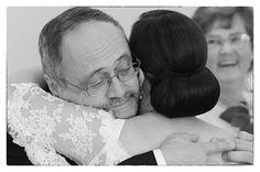 Melyik a legkedvesebb pillanat számunkra?  Ha valaki megkérdezné miért szeretjük az esküvő fotózást, órákig tudnánk róla beszélni. Talán az egyik legösszetettebb műfaj. Van benne riport, kreatív- és tárgyfotózás, portré…