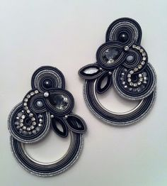 """Items similar to DIY soutache tutorial: orecchini """"Castle of glass"""" on Etsy Soutache Tutorial, Soutache Pendant, Soutache Necklace, Bead Embroidery Jewelry, Beaded Jewelry, Passementerie, Glass Earrings, Jewelry Design, Jewelry Making"""
