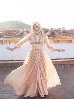 Moroccan caftan with hijab Morrocan Dress, Moroccan Caftan, Kaftan, Caftan Dress, Beautiful Hijab, Beautiful Outfits, Hijabi Gowns, Caftan Gallery, Hijab Style Tutorial