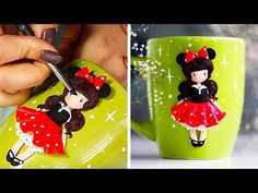 Check out this sweet compilation of 9 cute ideas for decorating mugs with polymer clay! Every one of these mugs will make your tea or coffee break all the mo. Polymer Clay Fairy, Polymer Clay Dolls, Polymer Clay Miniatures, Polymer Clay Charms, Polymer Clay Projects, Diy Clay, Clay Crafts, Biscuit, Mug Decorating