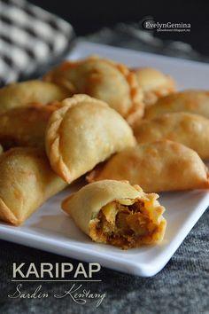 Malaysian Dessert, Malaysian Food, Asian Appetizers, Asian Desserts, Curry Puff Recipe, Curry Buns, Kitchen Recipes, Cooking Recipes, Asian Kitchen
