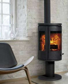The Morso 7948 is a pedestal model from the 7900 range of wood burning stoves. It comes with a large glass viewing window and two side windows, enabling you to enjoy and admire the flames from any point in the room. Log Burning Stoves, Wood Burning, Morso Stoves, Wood Stoves, Old Fashioned House, Stove Fireplace, Fireplace Ideas, Solar Installation, Log Burner