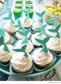 Cute mermaid tail cupcakes – + Diving mermaid cupcakes. I made the fondant mermaid tails using a mermaid cookie cutter a week ahead so that they were stiff enough to sit into the frosting. | FollowPics