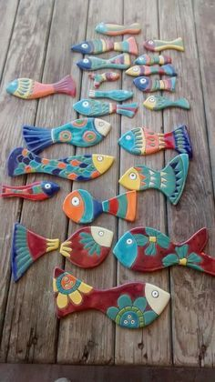 Clay fish with different designs. Clay Projects, Clay Crafts, Arts And Crafts, Ceramic Clay, Ceramic Pottery, Slab Pottery, Ceramic Bowls, Arte Pallet, Clay Fish