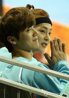 Lu Han 鹿晗 || 140113 Lu Han and Xiumin at Idol Star Athletic Championship [Cr:Logo]