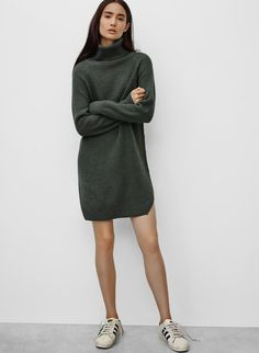 <p>A sumptuous sweaterdress knit with luxurious Italian yarn</p>