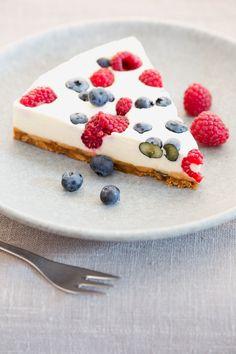 Frischkäse, Sahne, Amarettini und ein frischer Beerenmix - fertig ist der Sommerkuchen!