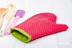 Jednoduchý návod ako ušiť kuchynskú chňapku Pot Holders, Diy And Crafts, Sewing, Fabric, Bags, Scrappy Quilts, Sew, Handarbeit, Tejido