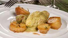 Bruno Oteiza prepara un guiso de conejo con mojo de cilantro, ajo, pistachos y pan. Para acompañar, unas patatas pequeñas salteadas con mantequilla, tomillo y romero.