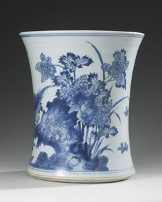 A LARGE BLUE AND WHITE BRUSHPOT (BITONG) TRANSITIONAL PERIOD, 17TH CENTURY