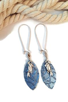 Boucles d'Oreilles Dormeuses - Nespresso - Oiseau Perroquet Argenté - Bleu : Boucles d'oreille par cap-and-pap