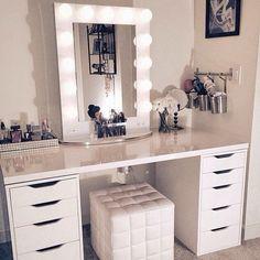 coiffeuse meuble chambre rangement bijoux maquillage miroir lumière                                                                                                                                                                                 Plus