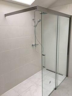 Onderdeel van een badkamer renovatie in Doorn door Sanidrome Hofland, waarbij de mooie ruime douchehoek is afgemonteerd.