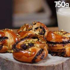 Babka au chocolat et pistaches - Brunch Recipes Donut Recipes, Brunch Recipes, Easy Dinner Recipes, Sweet Recipes, Baking Recipes, Breakfast Recipes, Croissants Recipe Video, Chocolate Babka, Kolaci I Torte