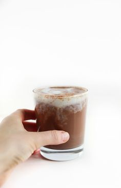 5 Minute Vegan Hot Cocoa | MINIMALISTBAKER.COM | #vegan #glutenfree