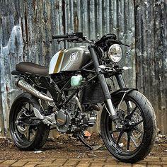 THE STOUT – KTM DUKE 200 '14 :: by StudioMotor. (Via Rocket Garage Café Racer). #Motorcycle #caferacer #motorsports #megadeluxe  #tw // Instagram:@caferacerturkiye