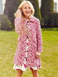 Reese Witherspoon in the Audrey Jacquard Scallop Coat Draper James Spring Look Fashion, Spring Fashion, Fashion Tips, Weekend Fashion, 2000s Fashion, Fashion Styles, Girl Fashion, Womens Fashion, Reese Witherspoon Style