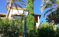 Exklusives Wohnen mit Meerblick Die noble Wohnsiedlung Son Vida liegt oberhalb der Inselhauptstadt Palma de Mallorca. Immobilien in Son Vida gehören zu den teuersten und gefragtesten Liegenschaften… Arch, Outdoor Structures, Garden, Human Settlement, Real Estates, Island, Majorca, Homes, Longbow