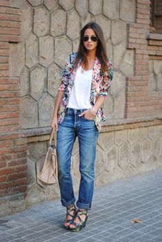 I would like a floral print blazer but maybe a little shorter so it doesn't overwhelm me. This is cute casual outfit. I want a pair of boyfriend jeans. I would wear this outfit with flats or sneakers and that blazer with bootcut jeans for work. Tomboy Outfits, Tomboy Fashion, Casual Outfits, Fashion Outfits, Tomboy Style, Fashion Blogs, Women's Fashion, Floral Blazer, Floral Jacket