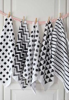 torchons blancs motifs peints Peinture textile : des serviettes géométriques