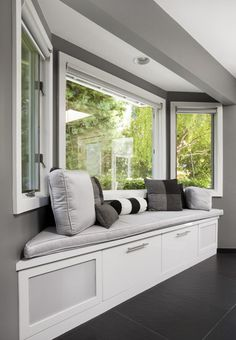 A window seat is an additional furniture for a home. It can be placed near the home stairs or usual place in a room. The window seat will be more valuable and efficient if it also has storage where you can keep your things. Here are some window seat Bay Window Benches, Bay Window Decor, Window Seat Cushions, Chair Cushions, Bay Window Exterior, Gray Exterior, Dining Room Windows, Bay Windows, Bay Window Curtains Living Room