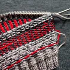 Fair Isle tips and tricks are on the blog! This is the inside of Emily's #clayoquottoque in @rainbowheirloom yarns