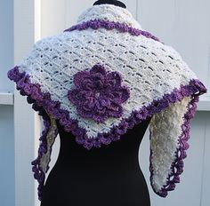Ravelry: Shawl with flower pattern by Julie Berg Crochet Shawls And Wraps, Chrochet, Flower Patterns, Crochet Hooks, Ravelry, Winter Hats, Creative, Flowers, How To Make