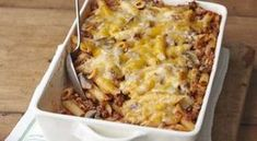 Enjoy comfort food at its most delicious with this Cheesy Pasta Bake recipe. With cheddar, mushrooms, bacon & spaghetti, this Cheesy Pasta Bake is amazing. Kraft Foods, Kraft Recipes, Baked Pasta Recipes, Cooking Recipes, What's Cooking, Baked Penne, Cheese Recipes, Cheesy Pasta Bake, Comfort Food