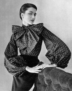 Pierre Balmain I would love to have this blouse now! Me: I pinned this to show the work of Pierre Balmain in the Vintage Vogue, Vintage Glamour, Vintage Hats, Moda Fashion, 1950s Fashion, Fashion Trends, Dior Fashion, Edwardian Fashion, Fashion Goth