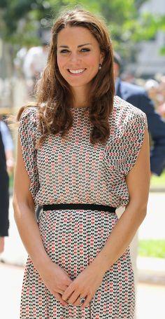 Mercredi 12 septembre, Kate portait une robe en soie à motifs de la marque singapourienne RAOUL.