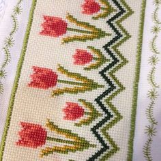 Cross Stitch Borders, Cross Stitch Flowers, Cross Stitch Designs, Cross Stitch Patterns, Crochet Flower Patterns, Hand Embroidery Designs, Stuffed Animal Patterns, Cross Stitch Embroidery, Hand Stitching