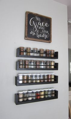 Kitchen Wall Spice Rack - Small Changes Big Impact - The Honeycomb Home - - This space saving organized wooden spice rack saves counter space. Spice jars with chalkboard labels for easy identification. Wall Spice Rack, Wooden Spice Rack, Diy Spice Rack, Spice Shelf, Hanging Spice Rack, Spice Rack Over Stove, Spice Rack Design, Kitchen Wall Storage, Kitchen Shelves