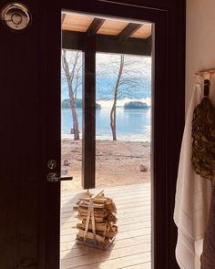 """Minna Haapakoski Design on Instagram: """"Kotona sähkökiukaan helppous. Mökillä puukiukaan tunnelma, tuoksu ja lämpö 🧡 . Kummat löylyt maistuu sulle paremmin? . . Ite tykkään…"""" Windows, Curtains, Instagram, Design, Home Decor, Homemade Home Decor, Window, Interior Design"""
